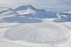 Simon Beck Making Amazing Snow Art - YeahMag