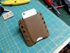 Do it yourself Kydex. Phone Holster, Kydex Holster, Tac Gear, Kydex Sheath, Cool Knives, Military Gear, Minimalist Wallet, Diy Arts And Crafts, Leather Pouch