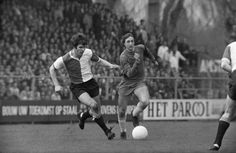 Willem van Hanegem en Johan Cruyff. Feyenoord vs Ajax
