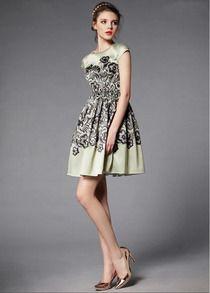 Green Short Sleeve Vintage Floral Pleated Dress - Sheinside.com