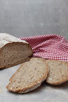 Brot im Römertopf zubereiten Bread, Cookies, Desserts, Food, Whole Wheat Flour, Malt Beer, Dinner Rolls Recipe, Oven, Crack Crackers