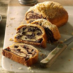 Mom's Chocolate Bread Recipe -My mom made this divine chocolaty bread only for holidays or special requests, but it makes any old morning even better. I always think of our family when I smell it baki (Best Chocolate Bread) Beginners Bread Recipe, Quick Bread Recipes, Beginner Baking Recipes, Cheese Recipes, Delicious Recipes, Yummy Food, Crescent Dough, Crescent Rolls, Crescent Bread