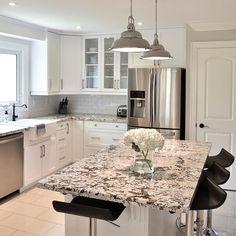 Who doesn't love a bright white kitchen? Updated Kitchen, New Kitchen, Kitchen Decor, Kitchen Ideas, Kitchen Small, Kitchen Inspiration, Kitchen Designs, Kitchen Storage, Luxury Kitchen Design