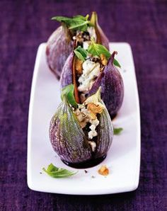 29 fig recipes: aromatic & versatile - Stuffed figs – figs: aromatic & versatile – [LIVING AT HOME] - Fig Recipes, Gourmet Recipes, Appetizer Recipes, Cooking Recipes, Snacks Recipes, Appetizers, Food Plating Techniques, Food Decoration, Food Presentation
