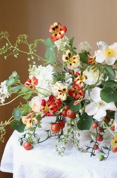 Table Flowers, Cut Flowers, Beautiful Flowers, Winter Wedding Flowers, Floral Wedding, Spring Flowers, Wedding Table Centerpieces, Flower Centerpieces, Flower Market