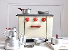 Vintage Toy Oven and Kitchen Set by petits détails, via Flickr