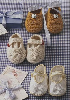 Cute crochet slippers for girls and boys :)