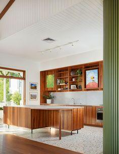 Mid Century Modern Door, Mid Century Modern Kitchen, Mid Century House, Mid Century Kitchens, Modern Retro Kitchen, 70s Kitchen, Kitchen Stuff, Australian Homes, Queenslander