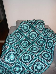 The Dreamchaser square blanket is a beautiful pattern which include a step by step photo tutorial of how to make the square. Of course the square is inspired on the dreamchaser but also on Persian tiles.