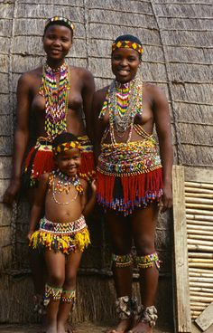 """beauafrique: """" Zulu girls in south Africa. """" beauafrique: """" Zulu girls in south Africa. African Tribes, African Women, African Art, Tribal Women, Tribal People, We Are The World, People Around The World, African Beauty, African Fashion"""