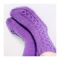 Ravelry: Helmit pattern by Niina Laitinen Knee Socks, High Socks, Ravelry, Slippers, Stockings, Knitting, Design, Cuffs, Patterns