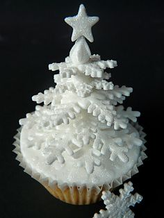 I'm still occasionally accused of hating on cupcakes, when we should all be in agreement by now that it is only cupcake cakes (aka CCCs) th. Christmas Cupcakes, Christmas Sweets, Christmas Cooking, Noel Christmas, Christmas Goodies, White Christmas, Winter Cupcakes, Christmas Snowflakes, Beautiful Christmas