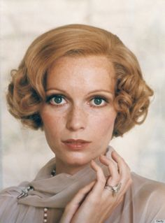 Recreate Mia Farrow's romantic and classic Daisy Buchanan hairstyle with these steps. #oribe #gatsby #dry