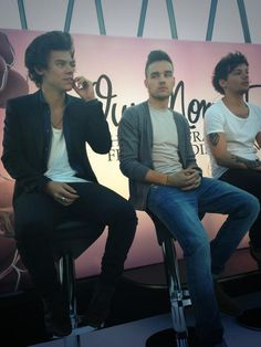 Twitter / 1DFranceUpdates: Harry, Liam & Louis at the perfume release event. Liam's face >>>>>