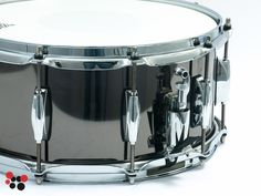 """Gretsch Taylor Hawkins Signature Snare S-6514-TH. 6,5"""" x 14"""". 1,2 mm Steel Black Nickel Platered shell. 20-strand snare. 2,3 mm steel hoops. Remo Emperor X white coated batter head."""