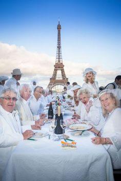 Le Diner en Blanc celebrates 25th anniversary in Paris Bon Appetit !!!!   25ieme anniversaire a Paris le 13 juin/13