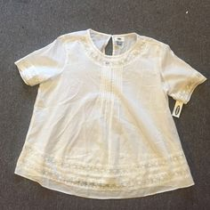 Old Navy White Top Flowy, some lace along edging Old Navy Tops
