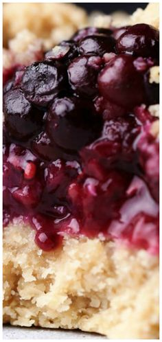 Blackberry Oat Bars ~ These delicious oat bars are made with only a handful of wholesome ingredients... Can also substitute blackberries with your berry of choice.