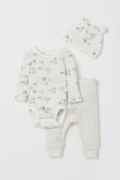Baby Boy Infant Clothing Set Bodysuit Bib Lila /& Jack 4 Piece Layette Set Bandanna Cars Socks