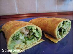 """En sundere udgave af den """"hvide"""" tortilla. De kan spises varme eller kolde og fyldes med det, man har lyst til. Det er en god måde at få brugt en rest grønt eller kød på. Min blev i dag…"""