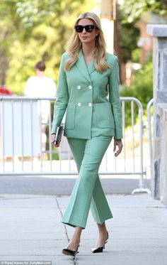 Ivanka Trump Clothes and Outfits Green Suit Women, Suits For Women, Clothes For Women, Ivanka Marie Trump, Ivanka Trump Style, Power Dressing, Business Outfits, Office Outfits, Star Fashion
