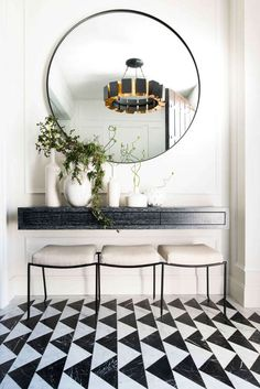 Design studio Alison Rose New York entryway – Home Decorating Trends – Homedit – Decorating Foyer Hallway Table Decor, Console Table Living Room, Small Console Tables, Marble Console Table, Entryway Console Table, Living Room Mirrors, Entryway Decor, Table Mirror, Entrance Table