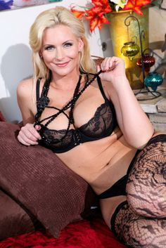Phoenix Marie and Julia Ann love to pose in sexy lingerie and tease us 7 Phoenix Marie and Julia Ann love to pose in sexy lingerie and tease...