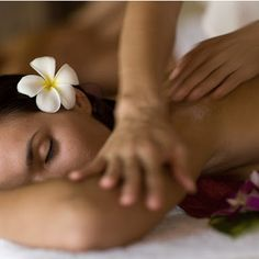 Four Seasons Resort Hualalai offers a wide assortment of luxury salon and skin care services including body treatments, massages, facials, wraps and more. Massage Spa, Foot Massage, Lomi Lomi, Face Brightening, Cosmetic Clinic, Massage Center, Ginger Benefits, Spa Packages, Best Spa
