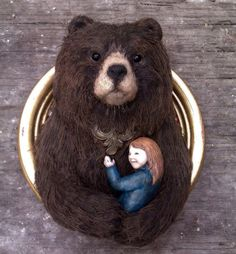 Small Brown Bear with Girl Wall Hanging Named par AnnieMontgomerie