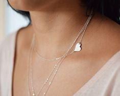 Collar de corazón hacia los lados, personalizada joyería collar de plata, inicial hacia los lados, corazón de joyas, collar, collar delicado, gargantilla