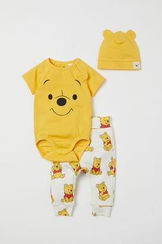 Jersey Set - Yellow/Winnie the Pooh - Kids Disney Baby Clothes, Newborn Boy Clothes, Baby Kids Clothes, Baby Outfits, Kids Outfits, Garçonnet Swag, Winnie The Pooh, Cute Kids, Cute Babies