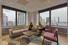 Pliskin Architecture and Lothan Architects have developed the second phase of a new office for data security company Varonis located in New York City. Conference Room Design, Conference Room Chairs, Home Decor Styles, Cheap Home Decor, Arch Interior, Interior Design, Minimalist Room Design, City Office, Diy Home