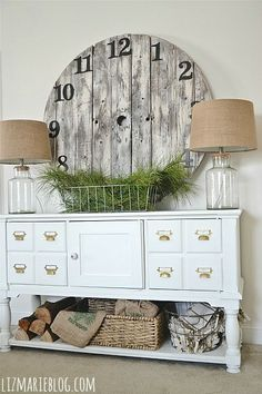 DIY pallet wood clock from the lovely Liz at Liz Marie Blog...I'm so making this for the new house!