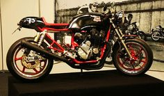 RocketGarage Cafe Racer: CB CR