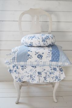 love the colours - reminds me of Laura Ashley - love her colour combinations ....