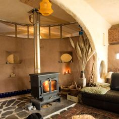 Quiet earth.org.uk. This is a load-bearing straw bale home! Beautiful!!
