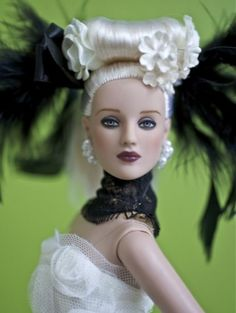 About Idyllic: From the 2009 Antoinette debut, this lovely doll was limited to 500 dolls.
