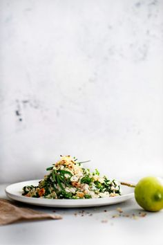 risotto met boerenkool, taleggio en citroenpangrattato | delicious.magazine Great Recipes, Dinner Recipes, Pasta, Risotto, Italian Recipes, Delicious Magazine, Mozzarella, Veggies, Menu