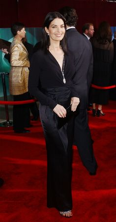 396.787 45: Atriz Sela Ward atende as 53ª edição do Primetime Emmy Awards no Shubert Theater 04 de novembro de 2001 em Los Angeles, CA. (Photo by Vince Bucci / Getty Images) via @AOL_Lifestyle Read more: http://www.aol.com/article/2016/09/14/emmys-2001-red-carpet-rewind/21472221/?a_dgi=aolshare_pinterest#fullscreen