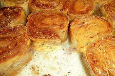 σαραγλάκια (good for panigiri, individual desserts) Greek Sweets, Greek Desserts, Individual Desserts, Greek Recipes, Cookbook Recipes, Dessert Recipes, Cooking Recipes, Pastry Recipes, Greek Pastries