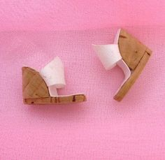 Barbie E Ken, Barbie Dolls Diy, Barbie Shoes, Doll Shoes, Sewing Barbie Clothes, Barbie Clothes Patterns, Dress Patterns, Accessoires Barbie, Geometric Origami