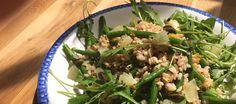 La temporada de judías verdes ya está aquí, y la vamos a exprimir. Empezamos con una ensalada fresca, vegetariana, ligera y verde como los mismísimos Alpes suizos, la cáscara de una sandía o la rana Gustavo.