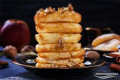 jabłka w cieście naleśnikowym z sosem orzechowym