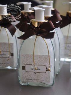 FRASCO DE SABONETE LIQUIDO MODELO CLASSIC - LEMBRANCINHA 15 ANOS Gifts for a special Occasion
