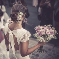 Mariage 10 octobre 2015 ma jolie coiffure + robe Indulgence Cymbeline + fleurs roses et gyspophil + bijoux poupée rousse