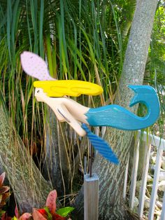 Love whirligigs, and this is the only mermaid one I've ever found.