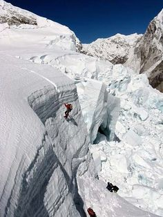 Climbers making their way to the top of the Icefall (photo: Justin Merle) Alpine Climbing, Ice Climbing, Mountain Climbing, Zhangjiajie, Everest Mountain, Top Of Mount Everest, Monte Everest, Parkour, Top Of The World