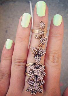 Floral fantasy ring // epic.