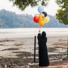 balon balon indah colorful balloons - my ely Balloons Photography, Dream Photography, Hand Photography, Cool Girl Pictures, Beautiful Pictures, Hijab Hipster, Hijab Style Dress, Hijab Outfit, Beautiful Hijab Girl