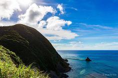 今井崎灯台から東シナ海を望む 台風の影響かうねりがあります立神にかかる防波堤は安木屋場集落へと続きます #奄美大島 #龍郷 #空 #雲 #海 #写真 #マチイロ #machiiro #amami #sky #clouds #sea #photo
